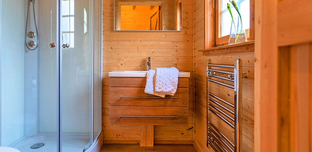 boomhut met luxe badkamer